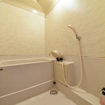 *2階和室10畳/お部屋にはバス・トイレがついてます!