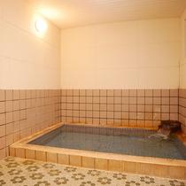 *温泉/塩分が強くよく温まる自慢の温泉!深夜も早朝もいつでも好きな時に入れます。