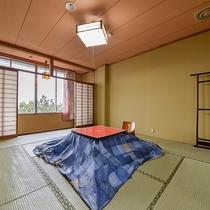 *3階和室10畳/冬はコタツをご用意します