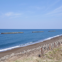 *鵜の浜海岸/夏は海水浴、冬は風光明媚な夕日の絶景スポットとして有名。
