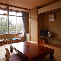 *2階和室10畳一例/眺望は防風林となり海は見えませんが、移動が楽な2階のお部屋です。