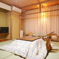 *3階和室10畳一例/冬はあたたかいコタツをご用意しております。