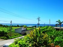 【周辺景色】赤崎海岸から徒歩3分、百合が浜ビーチ渡し船着場まで徒歩10分