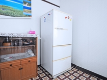 【食堂】冷蔵庫もございます。ご自由にご利用ください