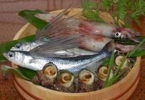 近隣の漁港で水揚げされる新鮮な魚!