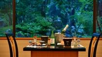 料亭から望む日本庭園