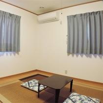 *和室/ベッドなしのフローリングのお部屋。