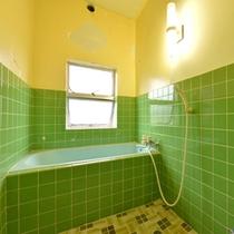 *和室8畳(客室一例)/簡素ではございますが、バスルームを完備いたしております。