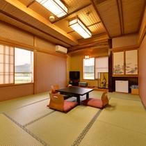 *和室10〜12畳(客室一例)/グループやご家族でのご宿泊に◎広いお部屋で団欒のひと時をお過ごし下さい。