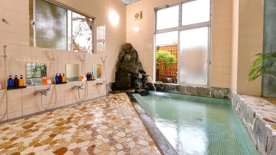 *大浴場/ナトリウム-塩化物・硫酸塩泉は、摂氏69℃の豊富な湯量を誇ります。