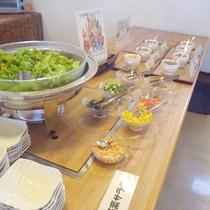 *【朝食例】サラダやドリンクはバイキング形式となっております。