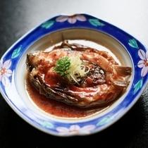湯本舘名物(恋に効く?)『鯉料理』!これは甘ーく煮付けた甘煮。