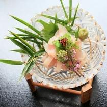 湯本舘名物(恋に効く?)『鯉料理』!これはアライ。初めての人でもクセなく食べられる。