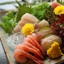 日本海はお魚の宝庫!刺身だって、包丁の入れ方一つで味が変わります。