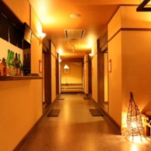 客室とは違った雰囲気を楽しめるお食事処。落ち着いた雰囲気が人気です。