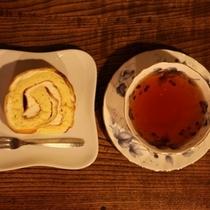 【ラウンジ昼の顔】湯本舘の『おしゃべりセット』。近くのケーキ屋さんのシューロールは絶品♪