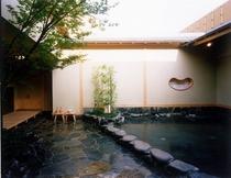 富士山溶岩露天風呂