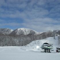 *【会津高原たかつえスキー場】日本百名山の山々が絶景パノラマで見渡せるスキー場