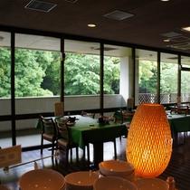 森に囲まれたレストラン!