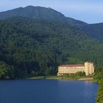 湖畔からの東園