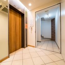 1階エレベーター【フロントは2階でございます!】