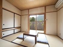 1間の半露天風呂付き客室