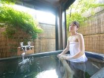 1間の和室の半露天風呂