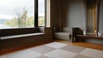 【湖側】グループ客室/最大10名様までご利用いただける広々とした阿寒湖側の和室。