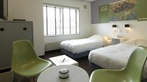 ◆トゥラノ館・客室一例/ポップアート調のデザインとアイヌ文化が生きる、街側洋室