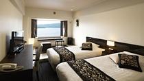 【湖側】新洋室/全室阿寒湖を一望できる落ち着いた雰囲気の洋空間です。(客室一例)