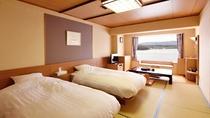 【湖側】和ツイン/和室にベッドを設置した、湖を一望できる開放感あふれるお部屋です。