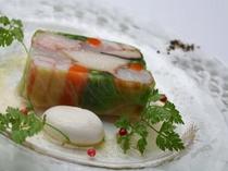 11種類の箱根西麓野菜と旬の海の幸のガトー仕立て