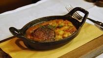 カスレ(シャラン鴨のコンフィ、豚足、トゥールーズソーセージ、白いんげん豆の煮込み)