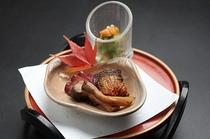 前菜 / 鮭とオクラ菊花和え、秋刀魚柚庵焼、蛸の桜煮