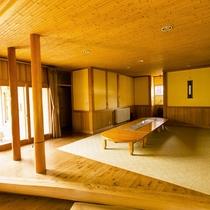 床下に木炭を敷き、土壁に檜や竹、杉などの天然素材を使用。