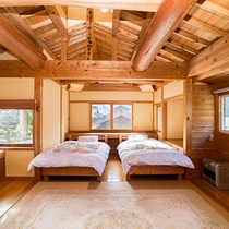 *<別館和洋室>和室10畳とベッド2つある広々とした空間。