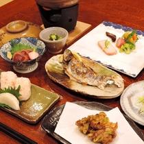 <夕食一例>地元の手料理をテーブルいっぱいに用意致します♪