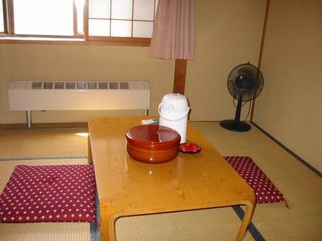 禁煙:和室6畳乳白色の温泉でのんびり湯治