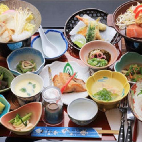 *【お夕食一例】旬のもの・地元のものにこだわったお食事をお召し上がりください。