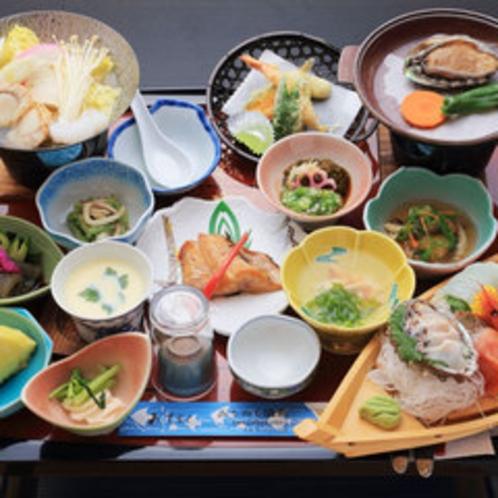 *【お夕食一例】アワビの陶板焼きに刺身の舟盛を付けた豪華なお食事をご堪能ください。