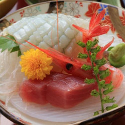 *【お食事一例】新鮮でプリプリのお刺身をお召し上がりください。