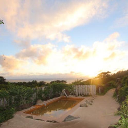 *温泉から見えるキレイな夕日も当館の自慢です。