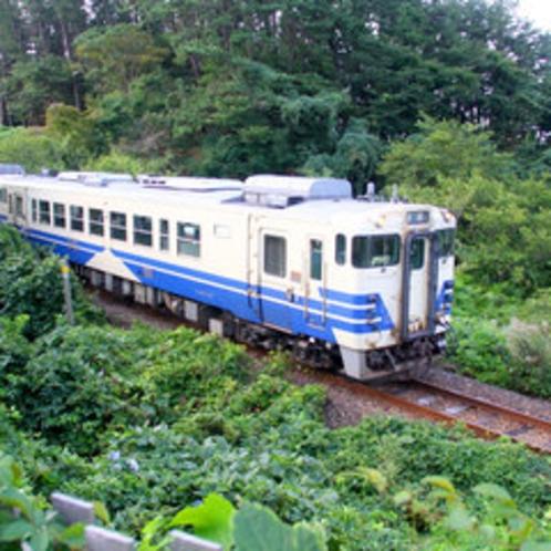 *JR五能線/大自然の中を駆けぬく列車の光景は、鉄道ファンでなくても興奮!