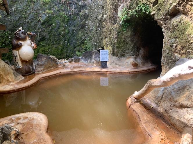 洞窟への入口