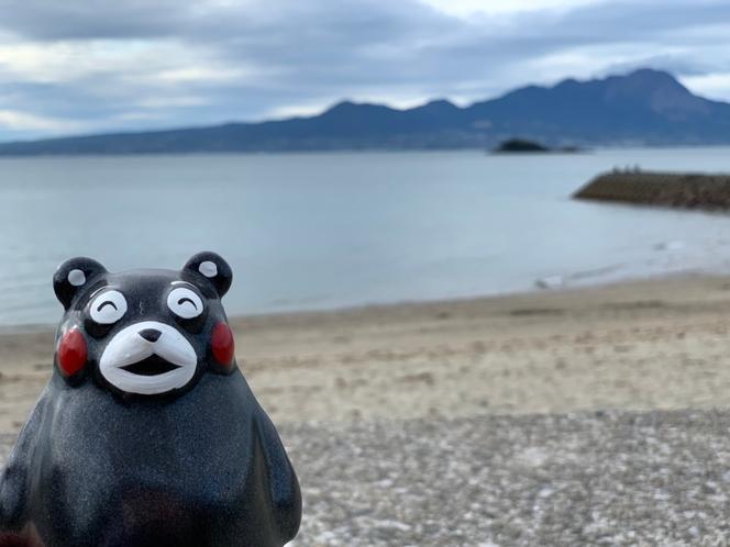 くまモンと弓ヶ浜海岸