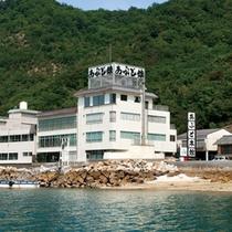*【外観】瀬戸内海に面した海沿いにある料理自慢の宿です