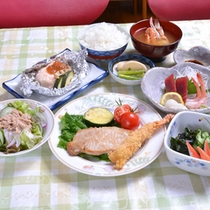 *お夕食一例/メインディッシュはポークソテー&海老フライ!新潟の旬味をごゆっくりご賞味下さい。