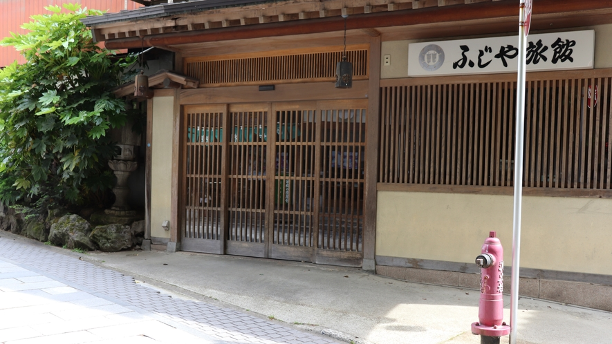 ふじや旅館正面玄関