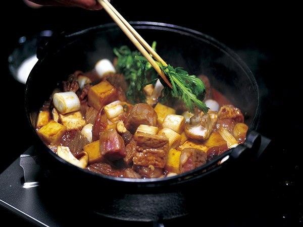 飛騨牛ぶつ切り味噌すき焼きアップ