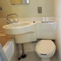 *客室一例/ユニットバス。歯磨きセットはフロントにご用意ががございます。
